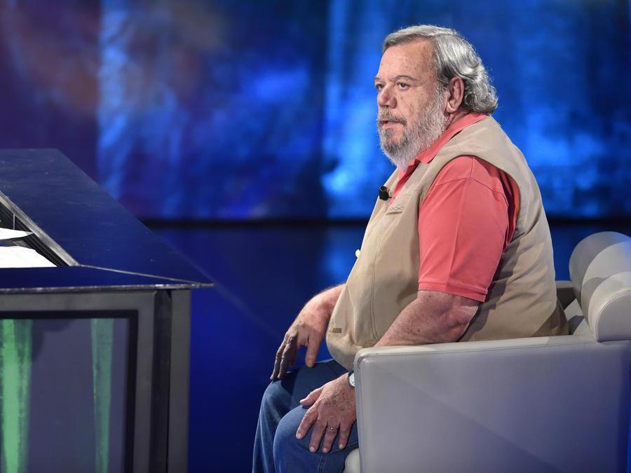 Gianni Mura durante la trasmissione televisiva 'Che tempo che fa', Milano, 17 Maggio 2015. ANSA/FLAVIO LO SCALZO