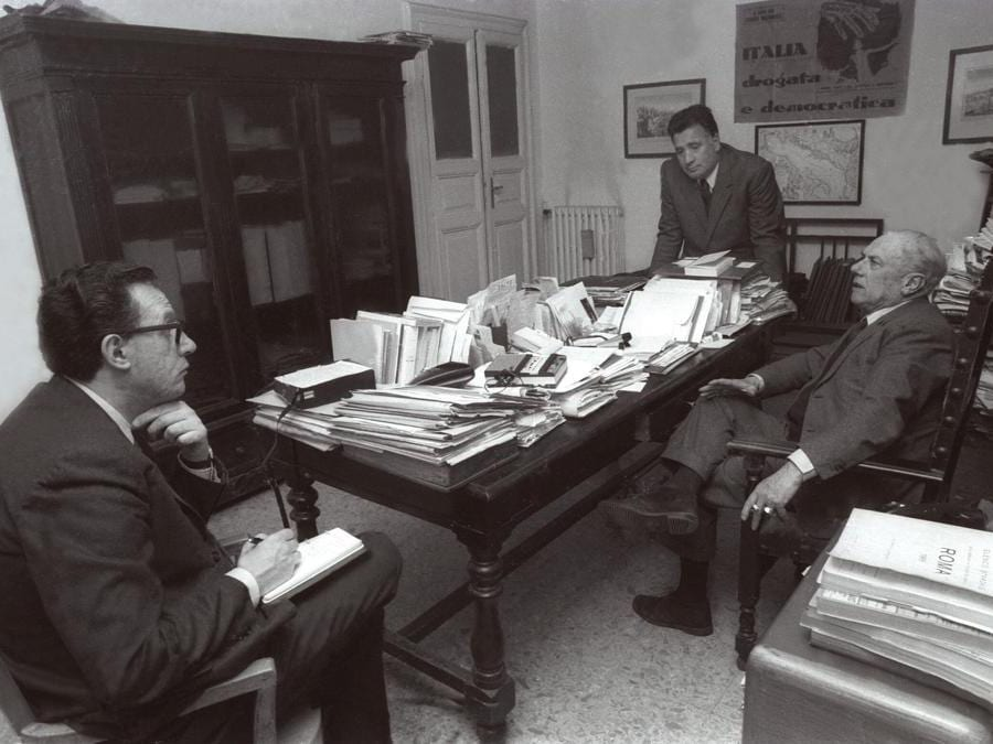 Roma, 1970. Giampaolo Pansa durante un'intervista a Junio Valerio Borghese  (Agf)