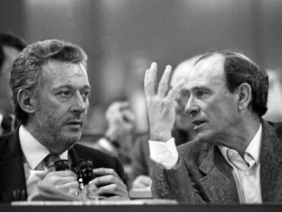 1983 Milano, XVI congresso del Pci. Giampaolo Pansa e Giorgio Bocca inviati del quotidiano La Repubblica (Agf)