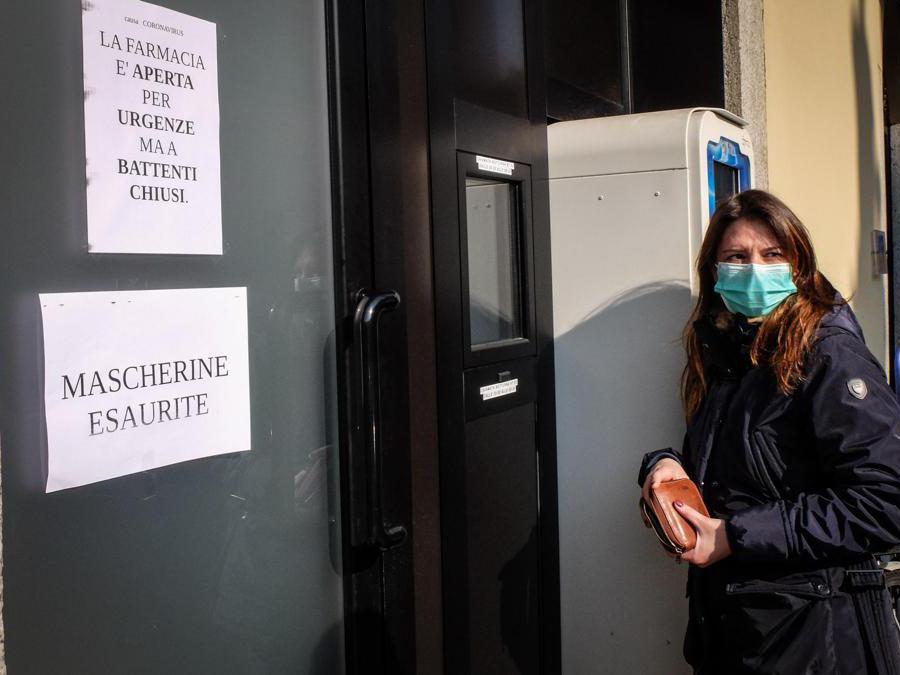Farmacia chiusa garantisce servizi di prima necessità a Codogno, 22 Febbraio 2020 (Ansa/Matteo Corner)