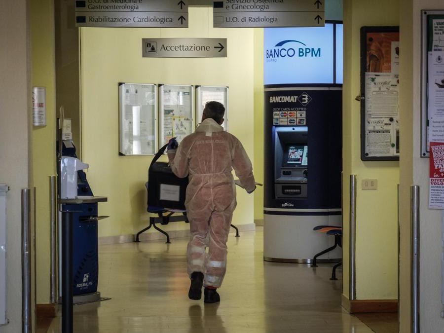 Chiuso il pronto soccorso dell'ospedale di Codogno, 22 Febbraio 2020 (Ansa/Matteo Corner)