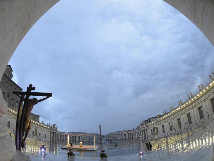 Coronavirus, benedizione straordinaria del Papa in una piazza San Pietro deserta