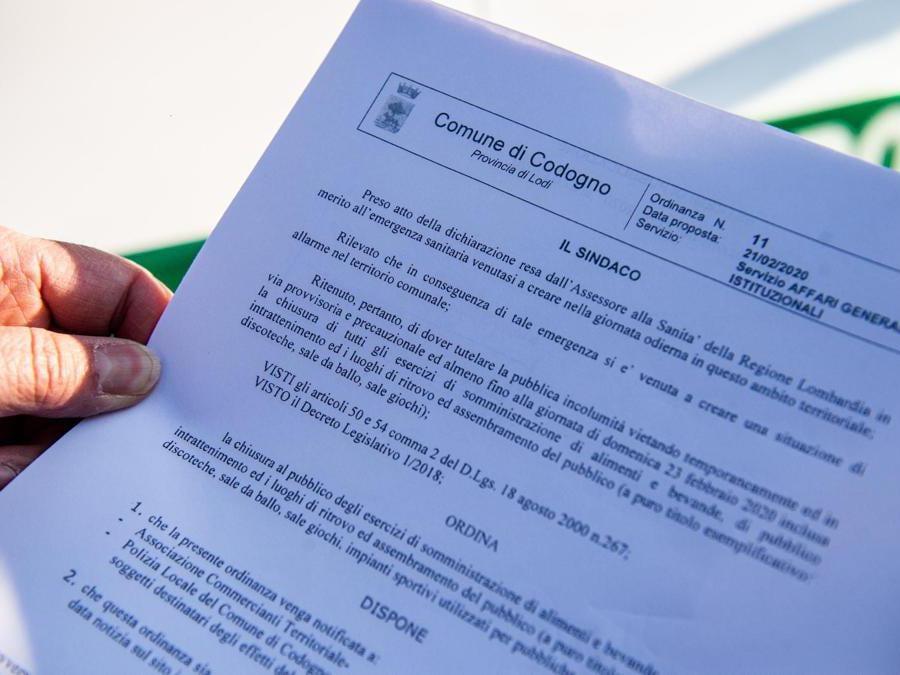 Codogno (LO). Copia dell' ordinanza del sindaco  (Agf)