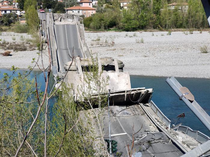Crollo del ponte in Toscana: tutte le immagini
