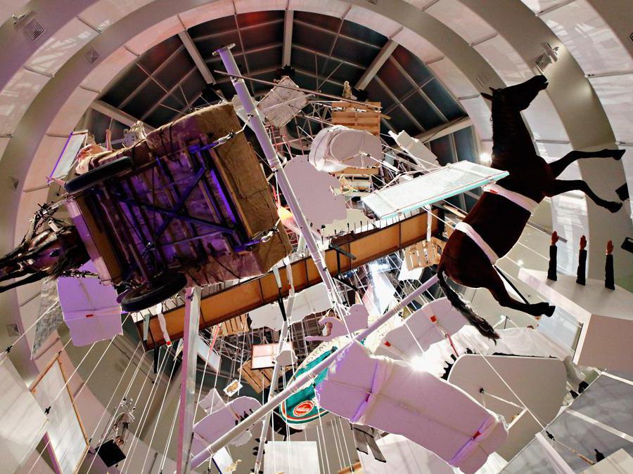 Una veduta dell'installazione di Maurizio Cattelan al Guggenheim International gala at the Guggenheim Museum (Cindy Ord/Getty Images/AFP
