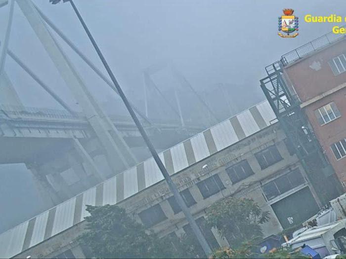 Ecco le immagini secretate del crollo del ponte Morandi del 14 agosto