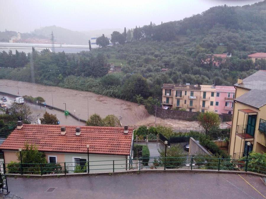 L'esondazione del torrente Petronio, nel Levante Ligure - (Ansa/Franco Po)