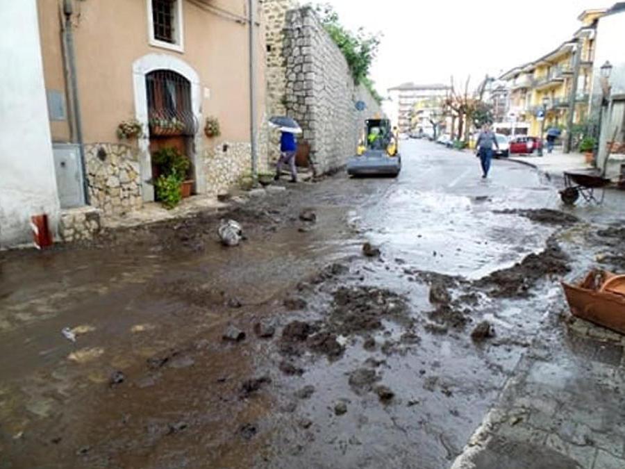 Danni e disagi a Castel San Giorgio (Salerno) a causa della colata di fango verificatasi dopo le intense piogge delle ultime ore, 3 novembre 2019. ANSA/ PER GENTILE