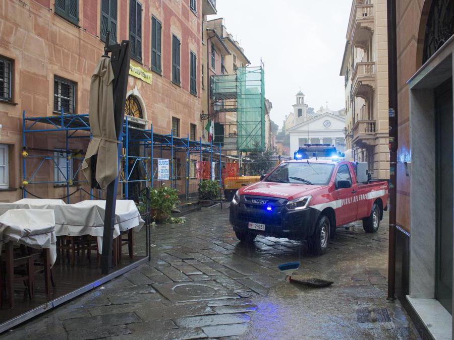 Il centro storico di Sestri Levante (Genova) allagato per le forti piogge, 3 novembre 2019. ANSA/ FRANCO BOLZONI