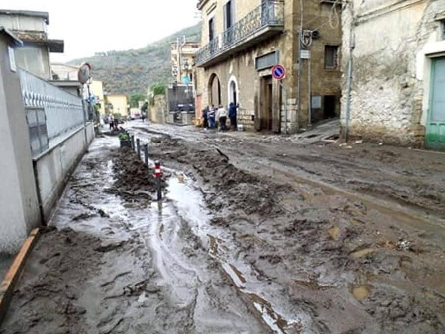 Danni e disagi a Castel San Giorgio (Salerno) a causa della colata di fango verificatasi dopo le intense piogge delle ultime ore,  ANSA