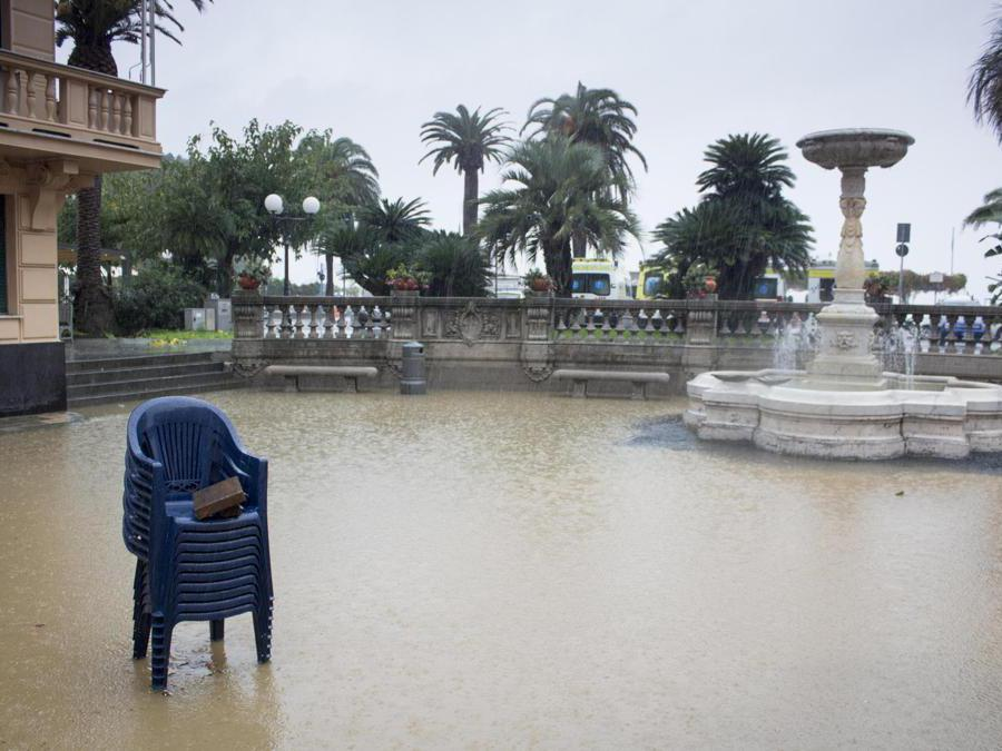 Piazza Matteotti allagata per le forti piogge, Sestri Levante (Genova),  ANSA FRANCO BOLZONI