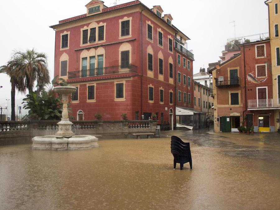 Piazza Matteotti allagata per le forti piogge, Sestri Levante (Genova), ANSA/ FRANCO BOLZONI