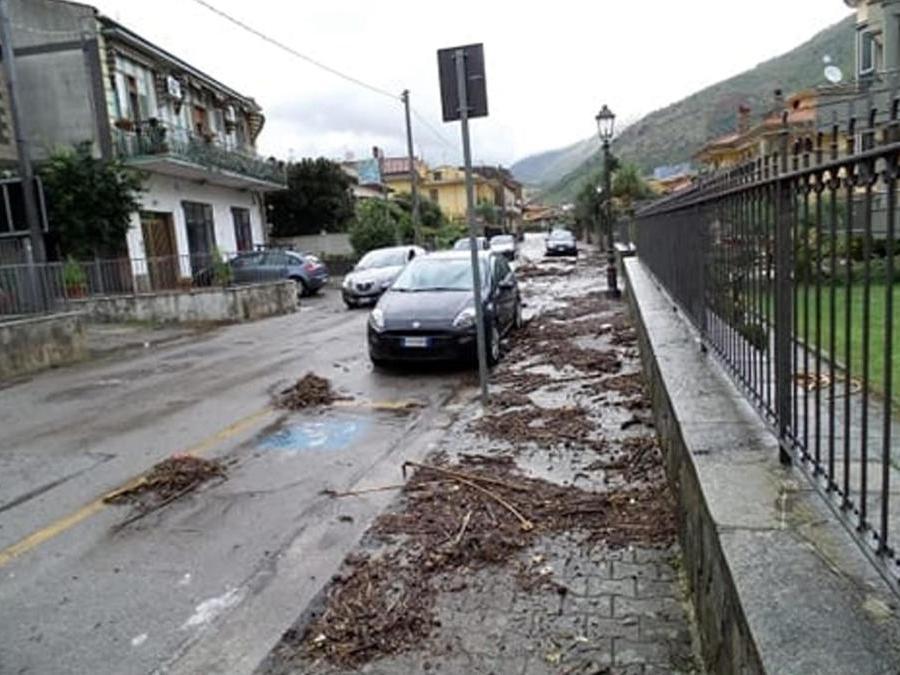 Danni e disagi a Castel San Giorgio (Salerno) a causa della colata di fango verificatasi dopo le intense piogge delle ultime ore. ANSA