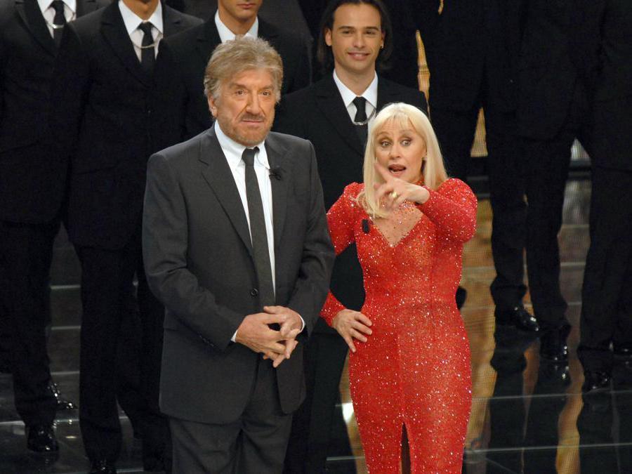 Roma 08/10/2008 trasmissione Carramba che fortuna nella foto: Gigi Proietti con Raffaella Carra' (Foto IPP/Gioia Botteghi)