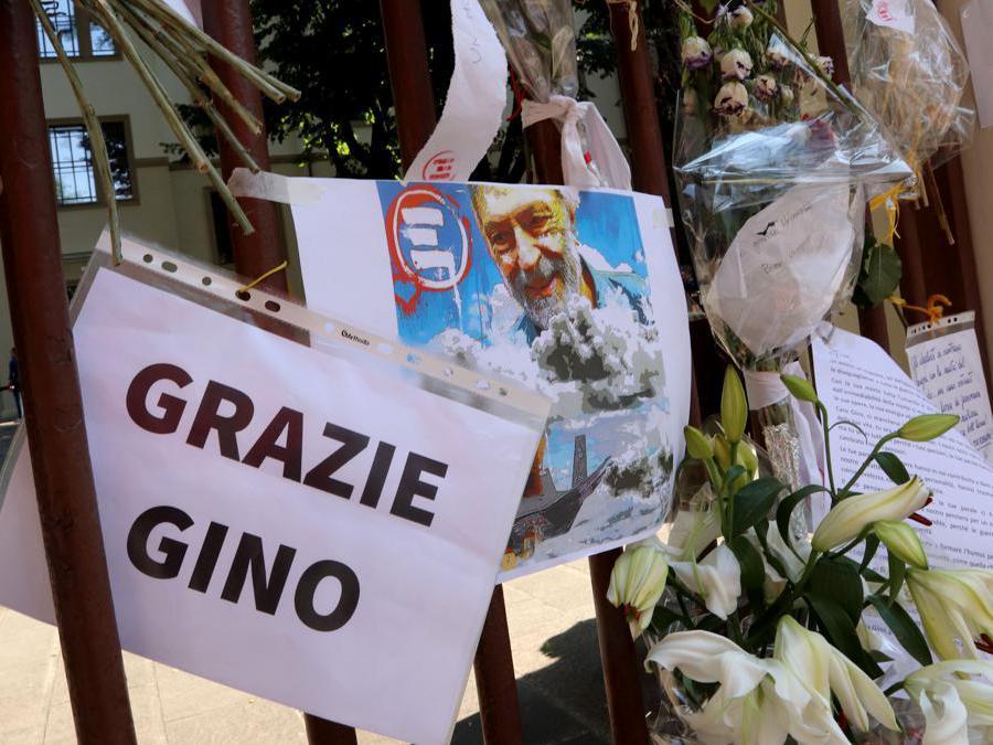 Sede di Emergency - camera ardente per Gino Strada