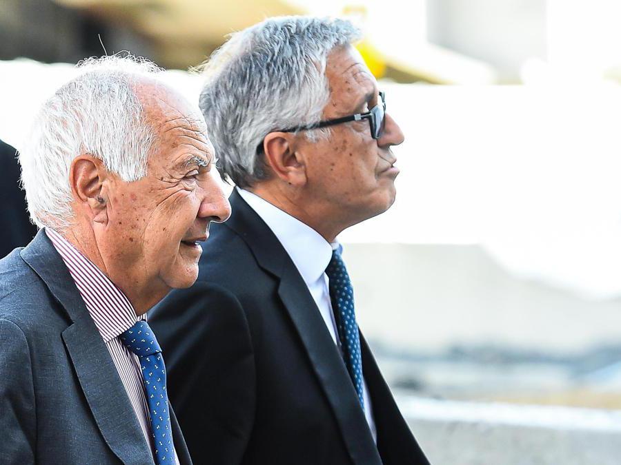Il presidente di Atlantia  Fabio Cerchiai (a sinistra) e l'Amministratore delegato di  Atlantia  Giovanni Castellucci all'arrivo presso la cerimonia del primo anniversario del Ponte Morandi (Simone Arveda/Ansa)
