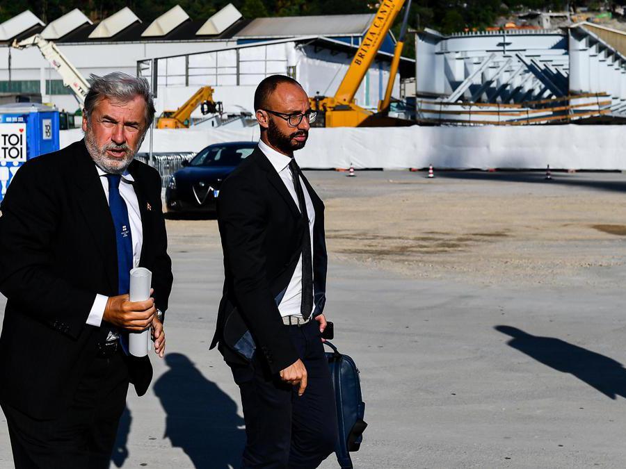 Il sindaco di Genova Macro Bucci e Italian Genoa's mayor Marco Bucci e  il portavoce Federico Casabella (Simone Arveda/Ansa)