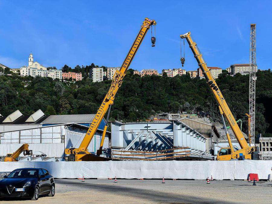 Una sezione del nuovo ponte (Simone Arveda/Ansa)