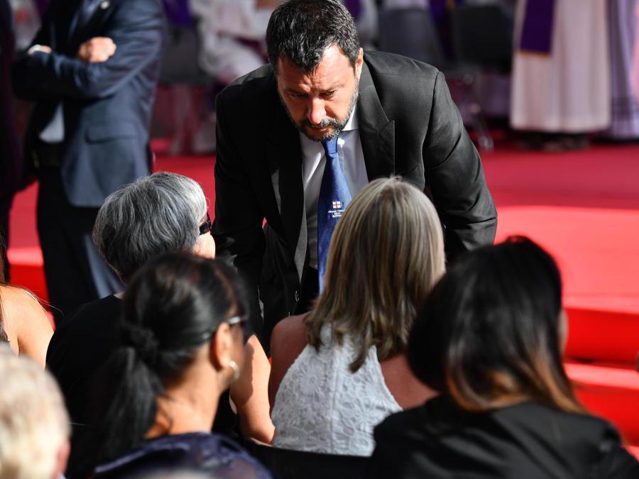 Il vice premier e ministro degli Interni Matteo Salvini prima della cerimonia commemorativa per le vittime del crollo del ponte Morandi a Genova (Luca Zennaro/Ansa)