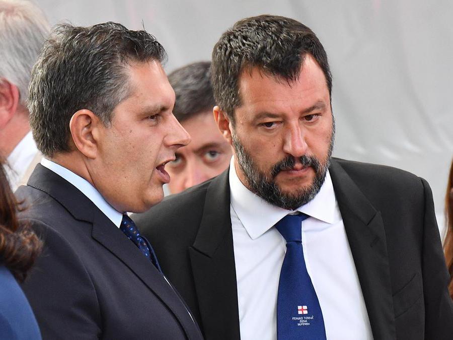 Matteo Salvini e il governatore della Liguria  Giovanni Toti (L) all'arrivo per la commemorazione delle vittime del ponte Morandi (Luca Zennaro/Ansa)