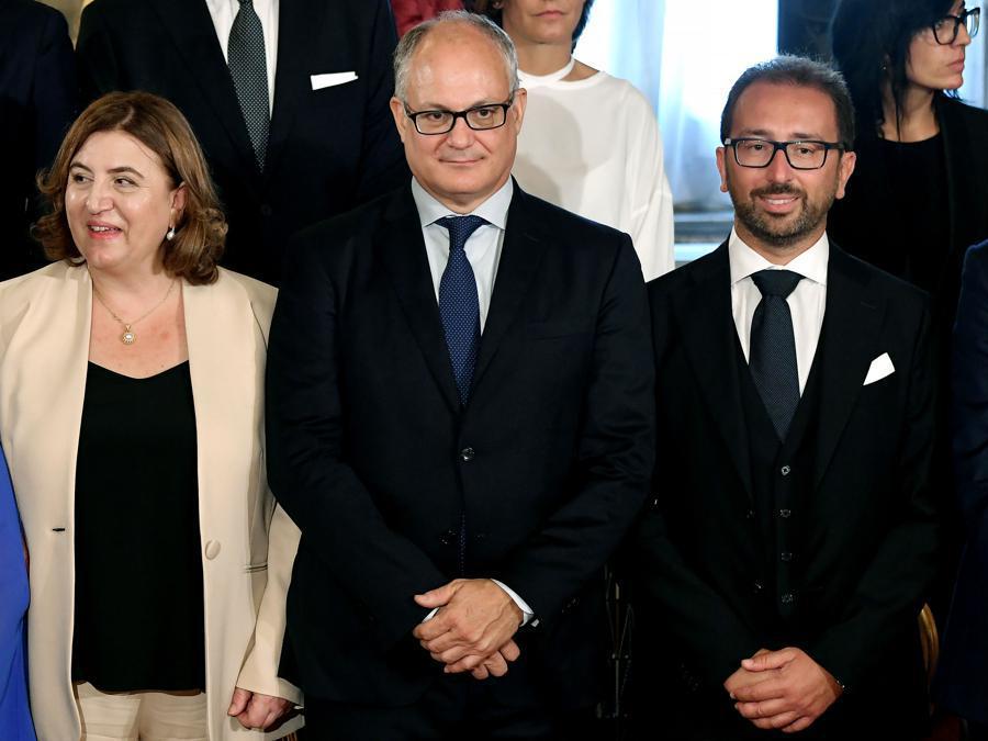 Da sinistra: il ministro  del lavoro e delle politiche sociali Nunzia Catalfo, il ministro  delle finanze e dell'economia Roberto Gualtieri e il ministro della giustizia  Alfonso Bonafede. (Photo by Andreas SOLARO / AFP)