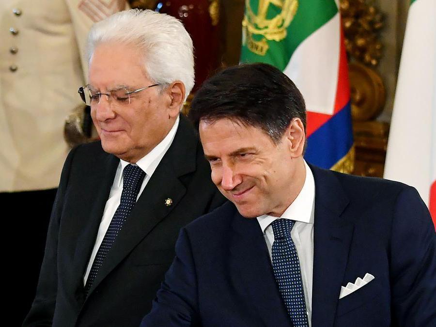 Il presidente della Repubblica Sergio Mattarella (sinistra) e il Primo Ministro  Giuseppe Conte. (Photo by Andreas SOLARO / AFP)