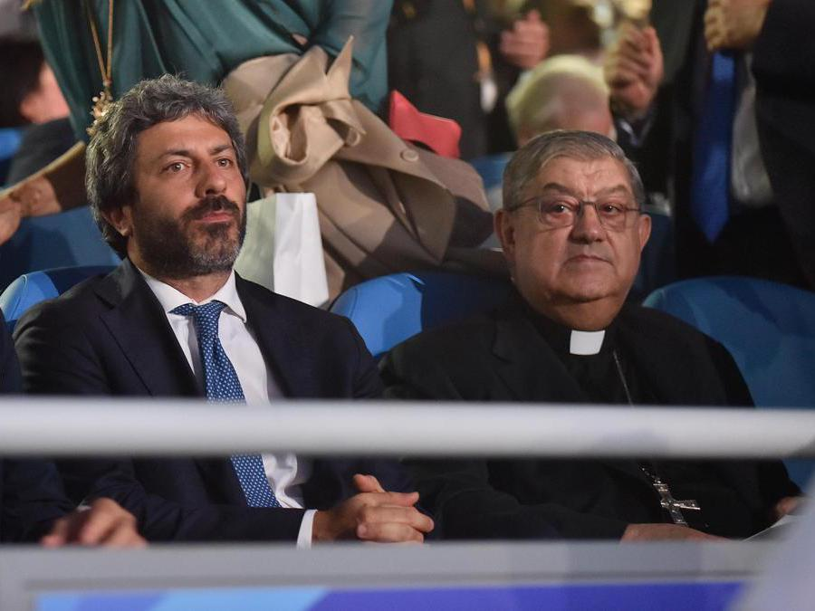 Il presidente della Camera Roberto Fico e il Cardinale di Napoli Crescenzio Sepe (Italy Photo Press)