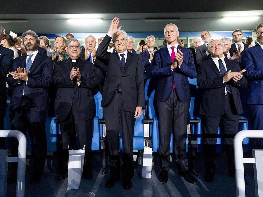 Il presidente della Repubblica Sergio Mattarella allo Stadio San Paolo in occasione della cerimonia di apertura delle Universiadi (ANSA/PAOLO GIANDOTTI)