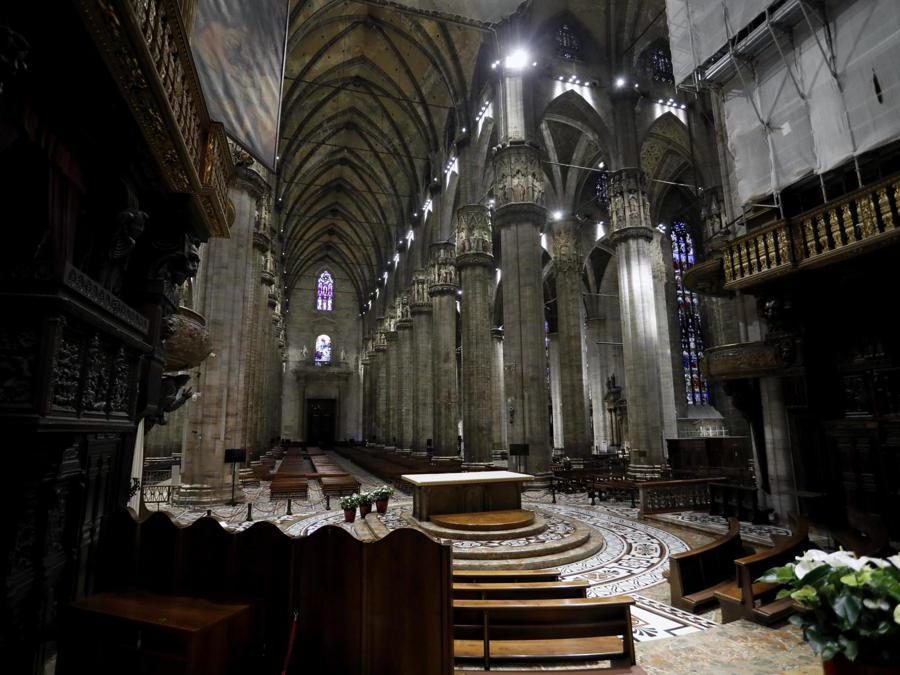 Cattedrale del Duomo durante la fase 2 dell'emergenza Coronavirus a Milano, 18 maggio 2020.ANSA/Mourad Balti Touati