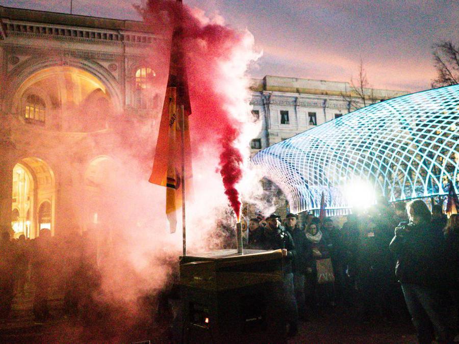 Prima della scala. La protesta dei Cub (Stefano De Grandis/Fotogramma)