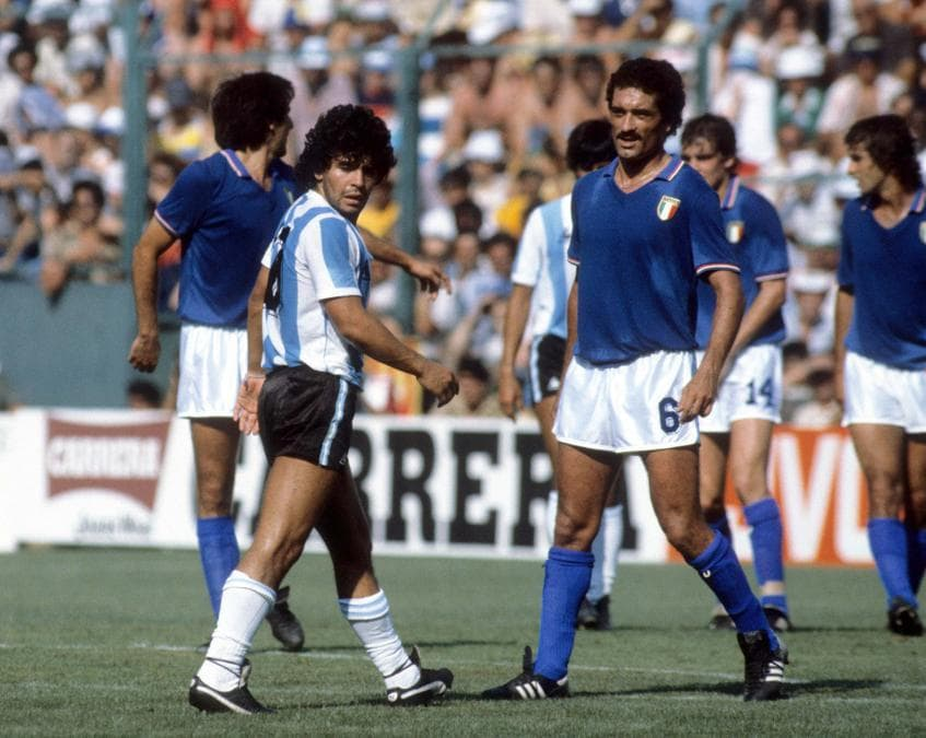 Diego Armando Maradona e Claudio Gentile ai Mondiali di Calcio nel 1982 (Sabattini/IPP)
