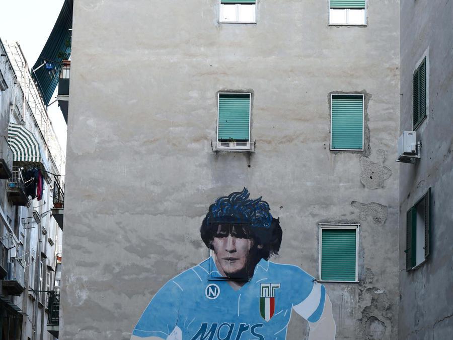 Quartieri Spagnoli un murales raffigurante Diego Armando Maradona (Ipp)