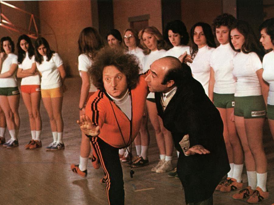 Una scena tratta dal film «L'insegnante» del 1975  nella foto Gianfranco D'Angelo nelle vesti del professore di ginnastica (Afp)