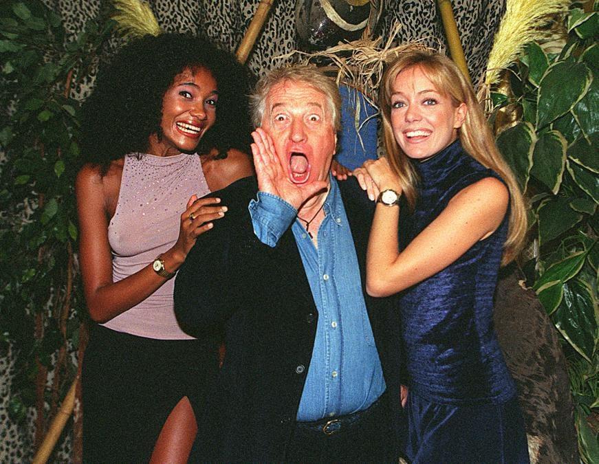 Gianfranco D' Angelo con Denny Mendez e Brigitta Boccoli alla presentazione di «L' ultimo Tarzan» nel 1988  (Filippo Monteforte/Ansa)