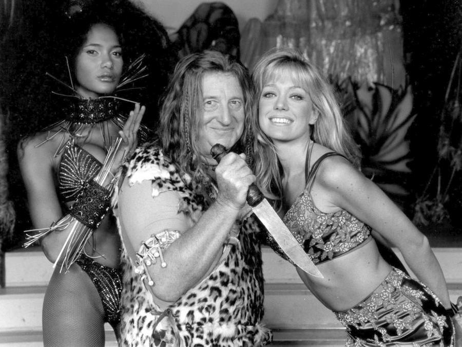 Gianfranco D' Angelo con Denny Mendez e Brigitta Boccoli  in una scena di  «L' ultimo Tarzan» nel 1988  (Ansa)