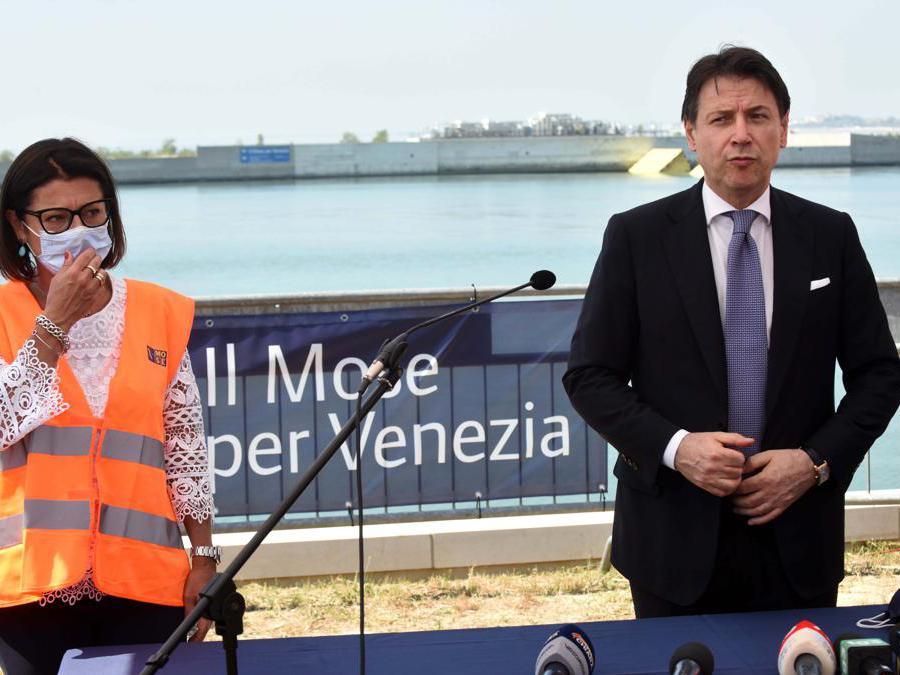 Paola De Micheli e Giuseppe Conte (Imagoeconomica)