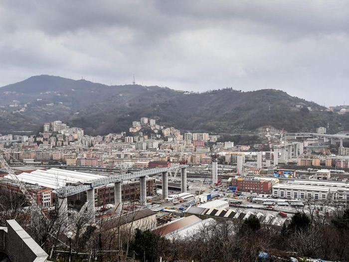 Nuovo ponte di Genova, i lavori per posizionare la trave di 100 metri