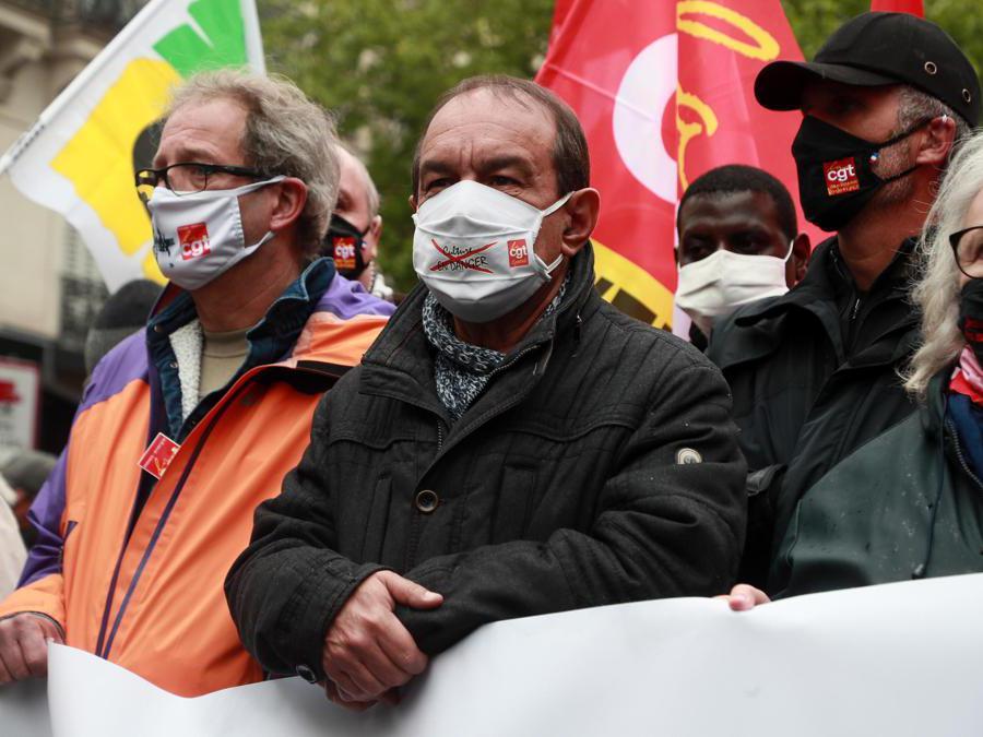Parigi, Philippe Martinez (C), Segretario Generale del sindacato  CGT (EPA/CHRISTOPHE PETIT TESSON)