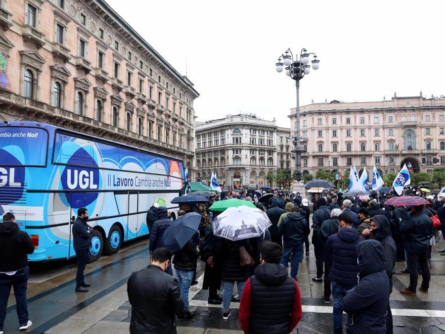 Milano, manifestazione del sindacato Ugl (IPP)