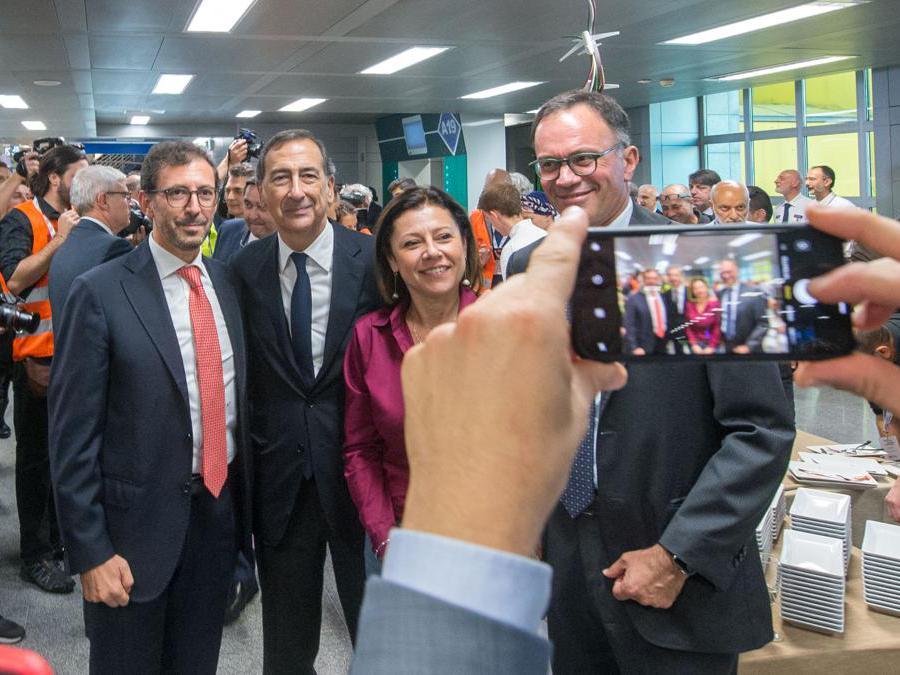 Nella foto il sindaco Giuseppe Sala e Paola de Micheli ministro infrastrutture e trasporti (Carlo Cozzoli/Fotogramma)