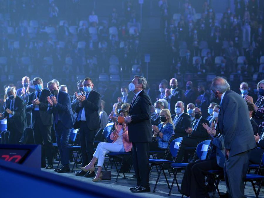 APPLAUSI PER MARIO DRAGHI ALL'ASSEMBLEA DI CONFINDUSTRIA 2021 ASSEMBLEA CONFINDUSTRIA 2021