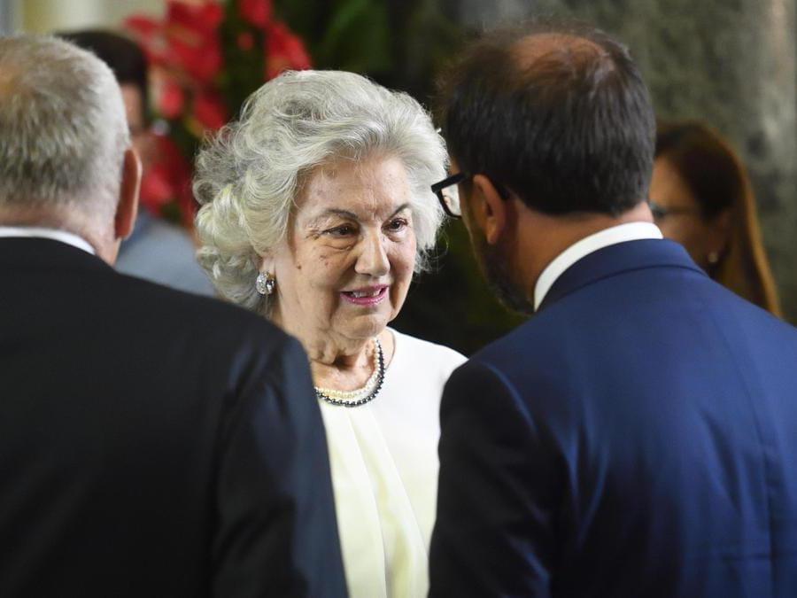Il ministro della Giustizia Alfonso Bonafede (d) saluta Maria Laura Borrelli alla camera ardente (Ansa/Flavio Lo Scalzo)