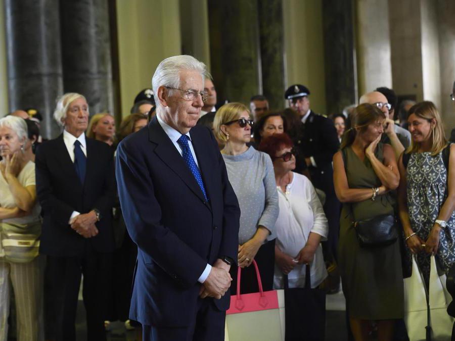 Il senatore Mario Monti (Ansa/Flavio Lo Scalzo)