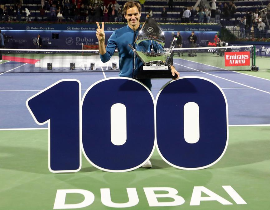 MARZO. TENNIS. In 18 anni di attività, vincendo il torneo dell'Emirato a Dubai, Roger Federer centra la vittoria numero 100 in carriera. Sconfitto in finale il greco Stefanos Tsitsipas con un doppio 6-4. (Afp)