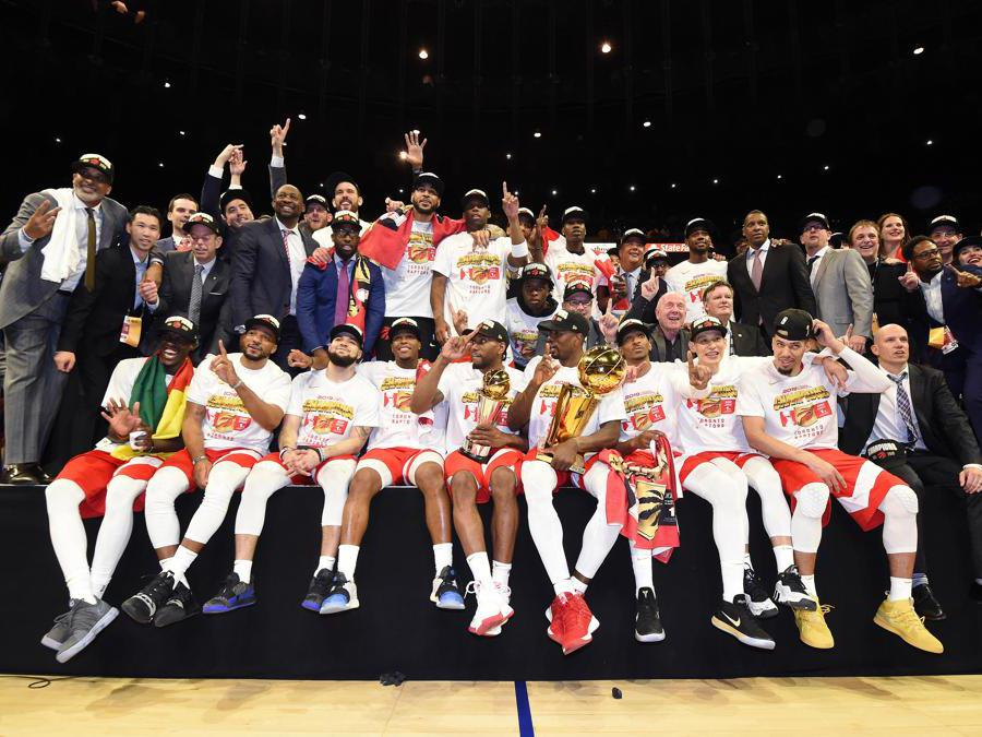 GIUGNO. BASKET. Per la prima volta nella storia del basket stelle e strisce, un team non statunitense vince il titolo dell'Nba. I canadesi del Toronto Raptors vincono il primo titolo della storia del club, in gara 6, in casa dei Golden State Warriors con il punteggio di 114-110. (Afp)