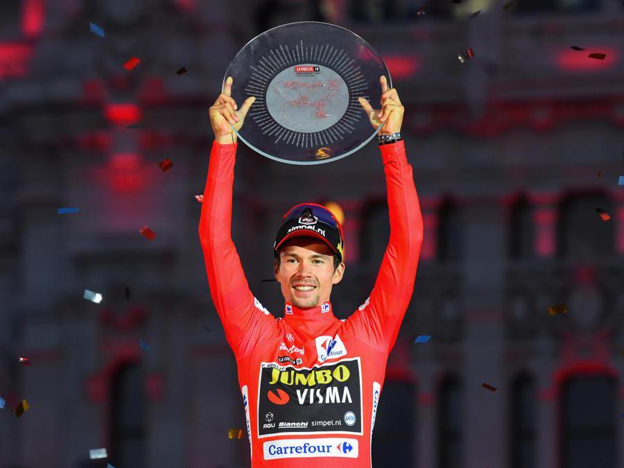 SETTEMBRE. CICLISMO. Lo sloveno Primoz Roglic domina la 74esima edizione della Vuelta spagnola. Precede sul podio di Madrid, lo spagnolo Alejandro Valverde e il connazionale Tadej Pogaca. (Afp)