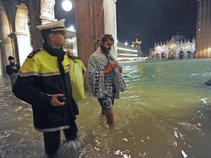 Venezia, acqua alta da record. Danni a San Marco