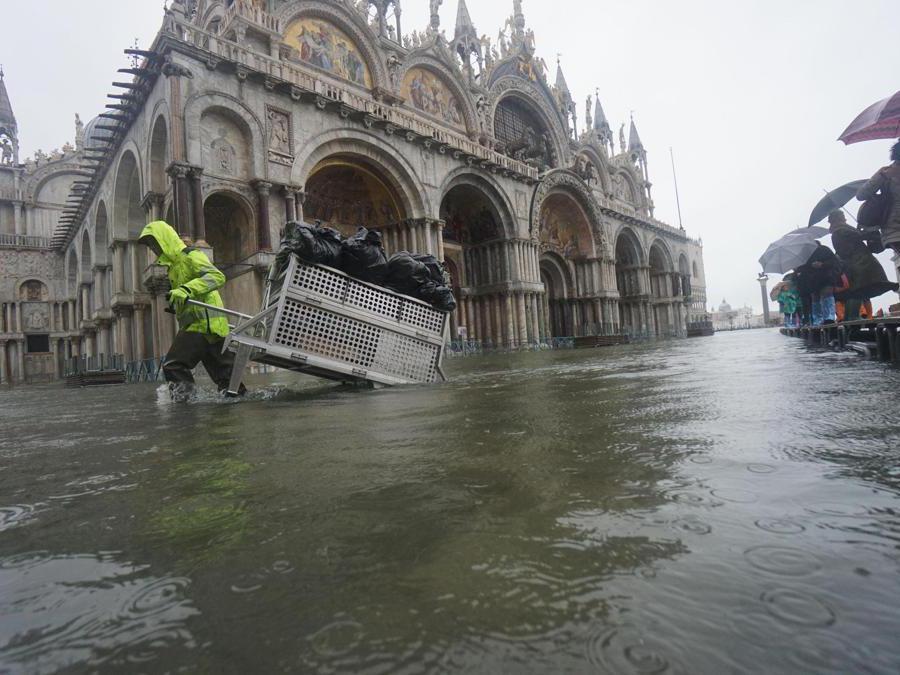 High water is flooding in Venice, 12 November 2019.ANSA/ANDREA MEROLA