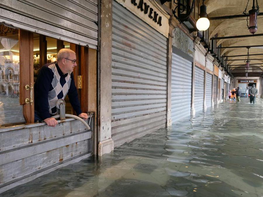 (Reuters / Manuel Silvestri)