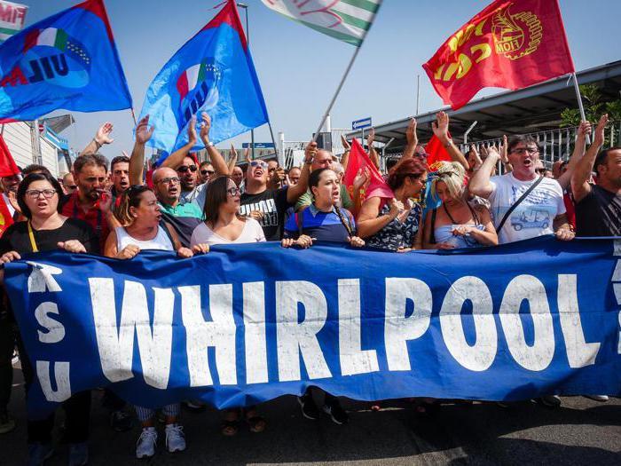 Whirlpool: lavoratori bloccano autostrada A3